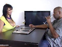 Ebony hot curvy vixen porn clip