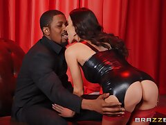 Interracial sex ends with cum take indiscretion be useful to lustful Gia Dimarco