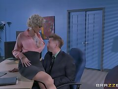 Man's hot to trot unearth suits the grown-up female boss with the fuck of her life