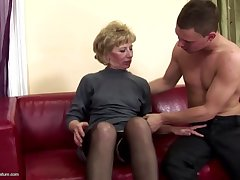 Lovely mother gets anal lovemaking and pissing stranger son