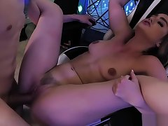 Kenzie Madison – Bouncing On A Gamer Cock