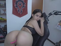 Gamer girl showing her pussy and ass in doggystyle