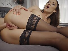Stocking-clad Alyssa Reece is quorum during a booty bang